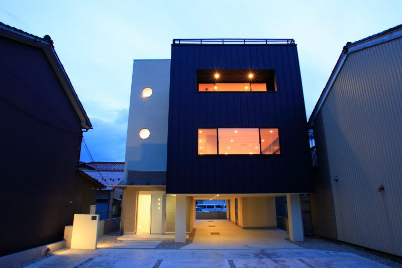 FLIGHT HOUSE